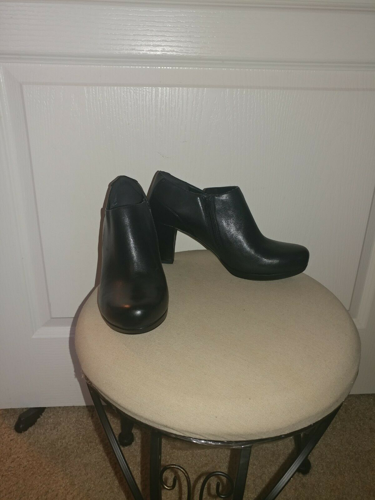 Clarks Women Leather Bootie Black            Size… - image 3