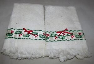 Set-of-2-Holly-Berry-Trim-Christmas-Holiday-Kitchen-Towel-Home-Decor