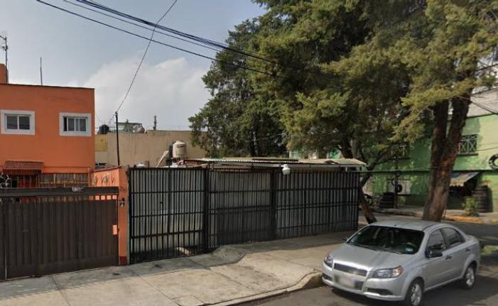 SECTOR NAVAL CASA AMPLIA EN ESQUINA