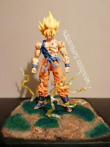 DRAGON-BALL-Z-Super-S-H-Figuarts-Goku-Awakening-Battle-Damage-CUSTOM-Base