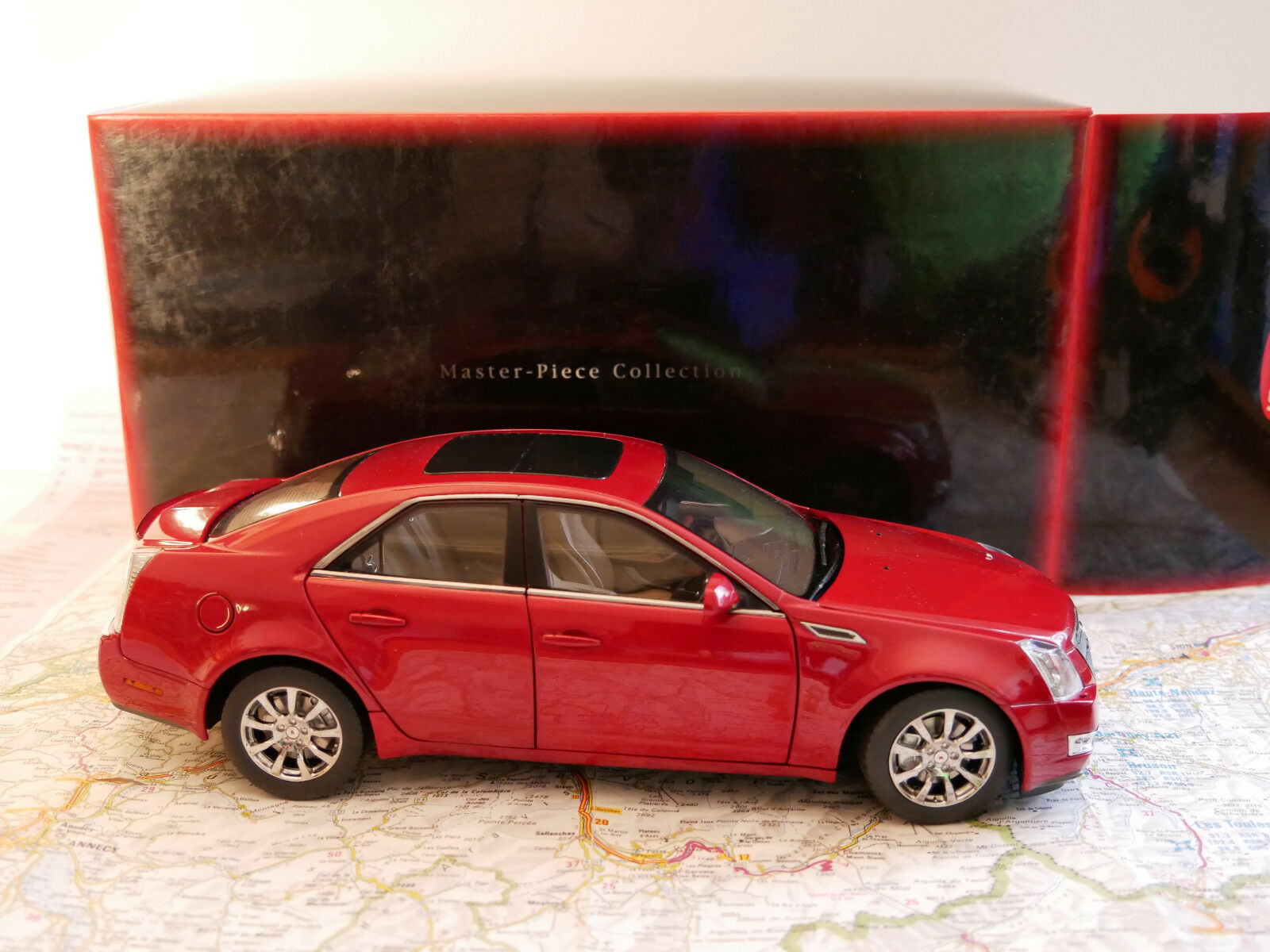 KYOSHO CADILLAC CTS 1 18 rot ART. G001R NEW