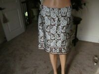 New Woman's J McLaughlin 100 % Silk Light Grey/Brown Print Pencil Skirt Size 8