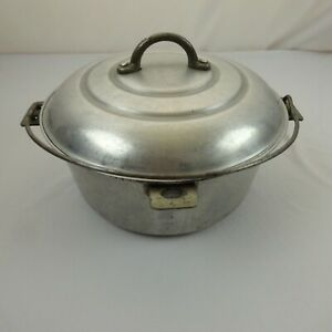 Vintage-Mirro-The-Finest-Aluminum-4-5-quart-Pot-and-Lid-made-in-USA