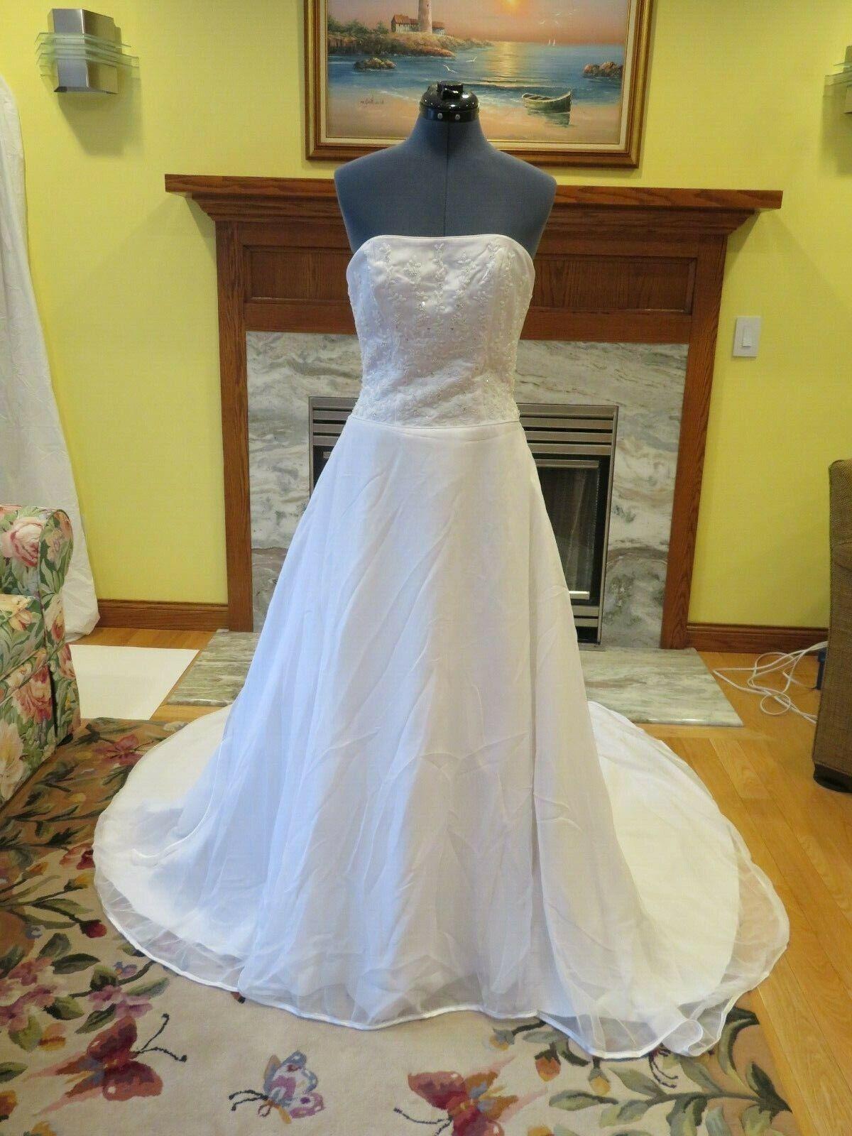 Amy Lee Wedding Dress Flowers Embellished Cinderella Gown Train STUNNING WOW
