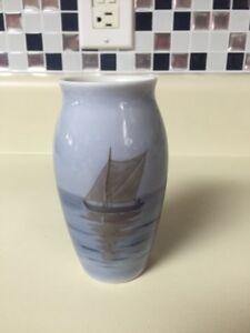 Authentic-5-034-B-amp-G-Bing-amp-Grondahl-Copenhagen-Denmark-Sailboat-Porcelain-Vase