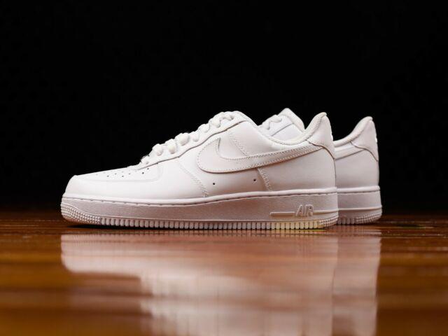 Nike Air Force 1 07 Bianco Uomo pelle Scarpe Sneaker Sportivo UK 9 Eu 44 USA 10
