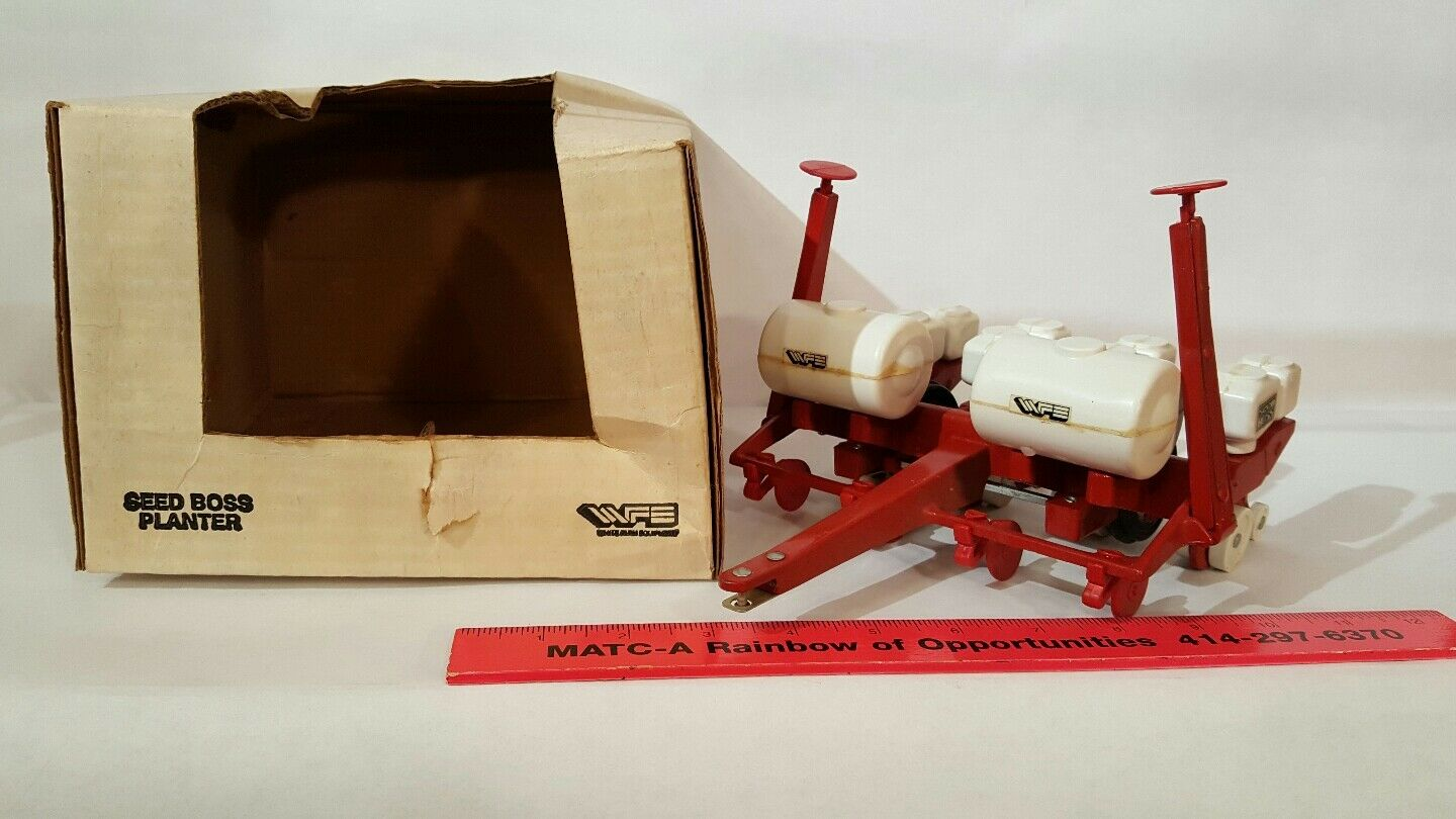 White 5100 Seed Boss Planter 1 16 diecast farm implement replica by Scale Models