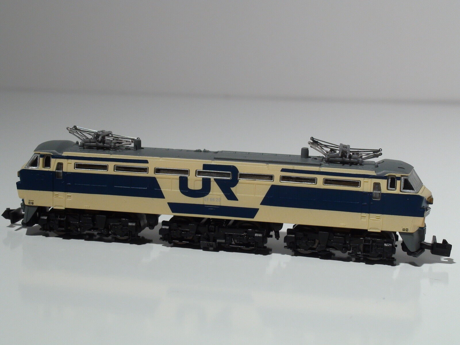 Z Scale Rokuhan T008-2 JR - EF66 Trail Color Version