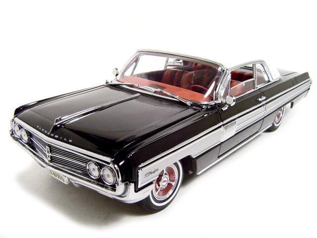 1962 Oldsmobile Starfire negro 1 18 Diecast Modelo Coche por carretera firma 20208