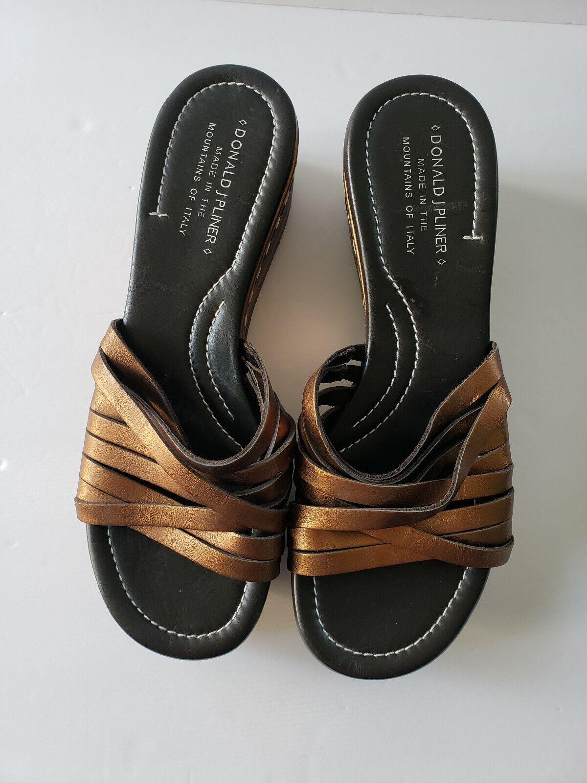 Donald J  Pliner Siena Bronze Wedge Sandal scarpe 8.5  prodotto di qualità