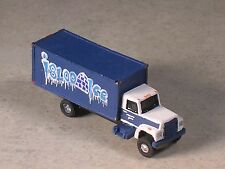N Scale 2000 International Igloo Ice Delivery Truck