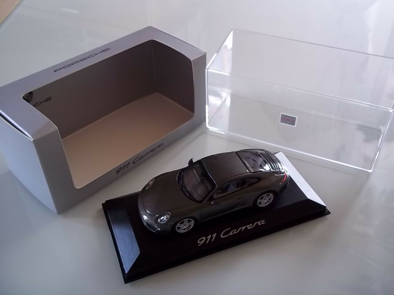 Original PORSCHE - PORSCHE 911 Carrera (991) - achatgrau metallic - 1 43 - OVP