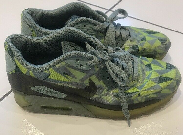EXCLUSIVE MENS NIKE AIR MAX TRAINERS SIZE 7 UK EXCELLENT CONDITION GREEN