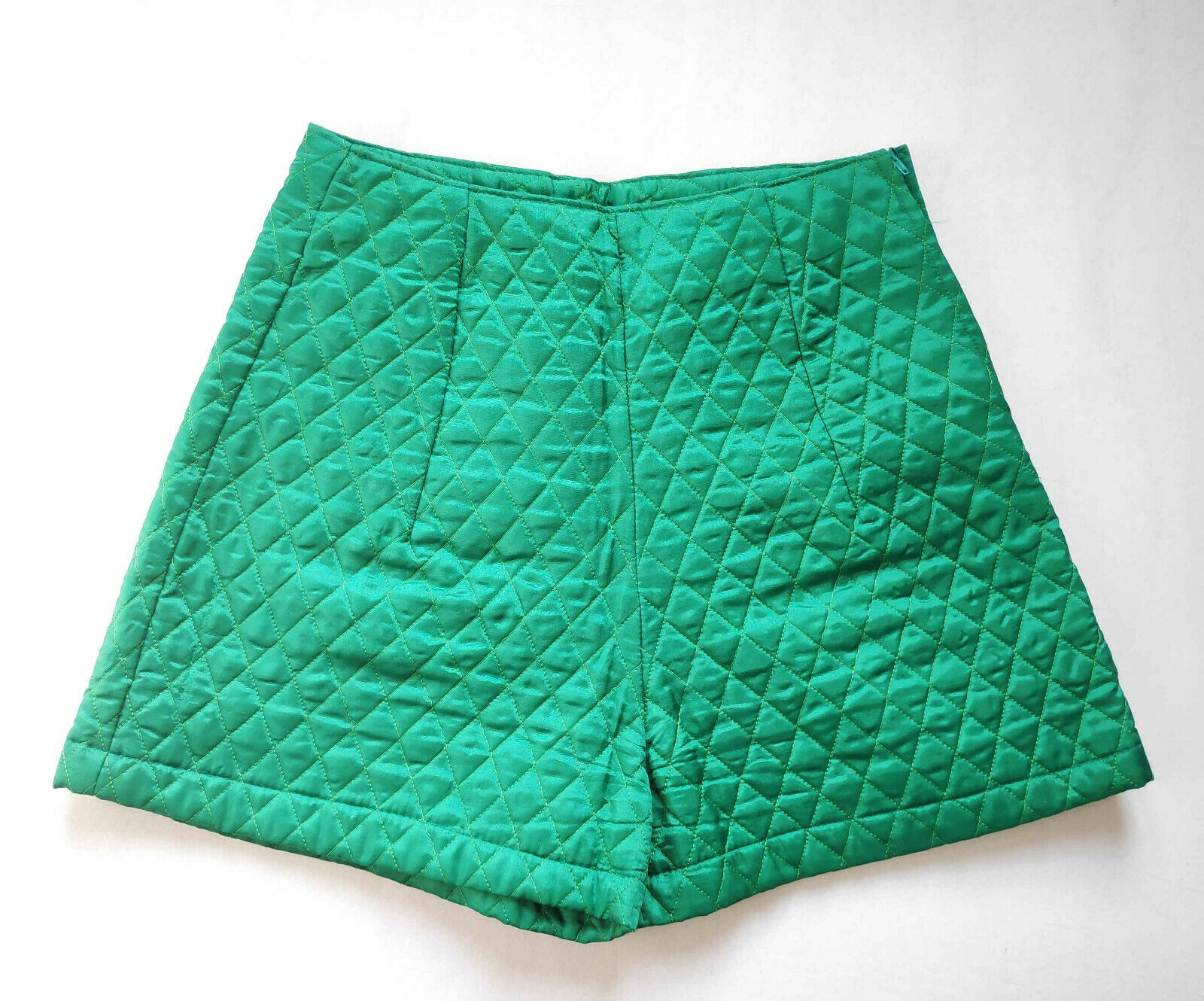 Sehr coole Short high Waist aus gestepptem Satin grün - Hingucker! Gr. 34-36 TOP