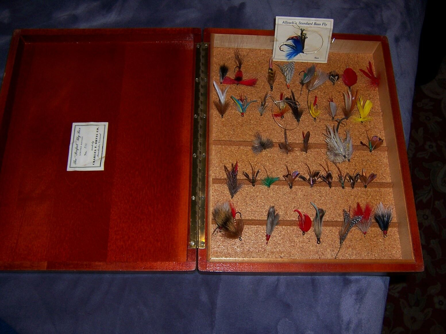 BASS FLIES COLLECTION VINTAGE IN LIMITED EDITION ORVIS Fliegen BOX NO. 243 OF 500