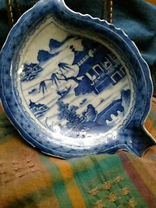 Antique-19th-C-Chinese-Canton-Porcelain-Blue-amp-White-Leaf-Shape-Dish-Plate-RARE