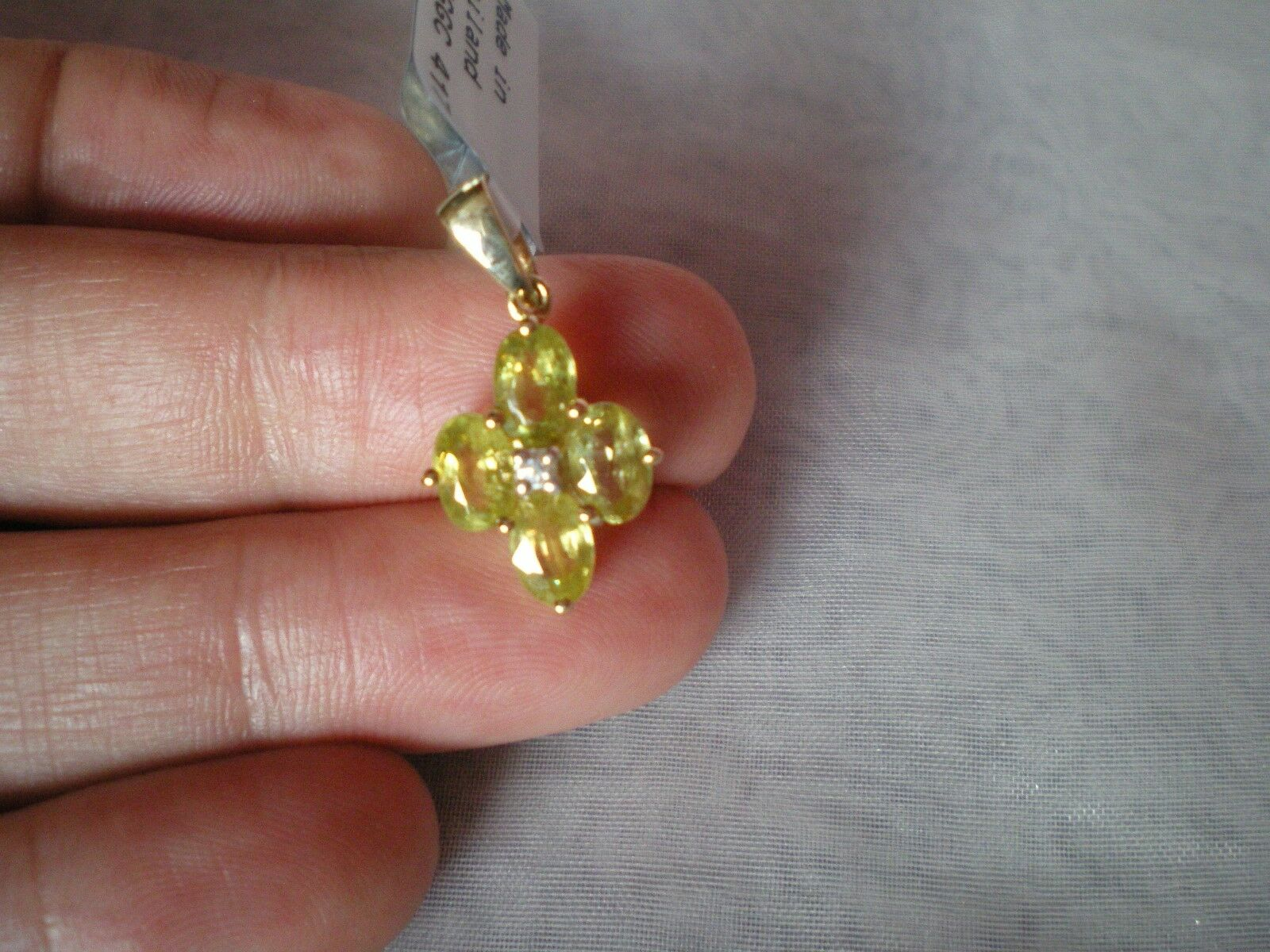Ambilobe Sphene & Zircon pendant, 2.22 carats, in 1.3 grams of 10K Yellow gold