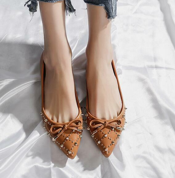 Women's Chic Leather Pointed Toe Flat Heels Slip On Rivets Casual Loafers Shoes