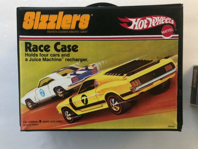 Hot Wheels Sizzlers Case and 4 Car's Including a Green 70 Ford Mustang Boss 302.