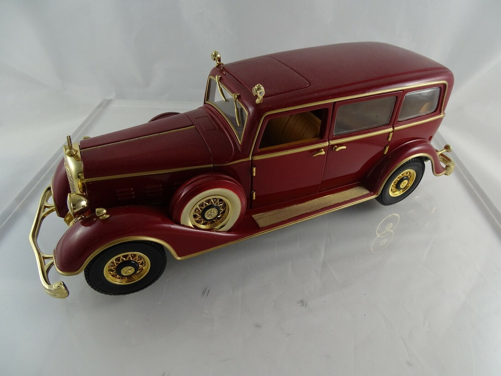 1 18 Sunstar 1932 Deluxe Tudor the State Limousine of Puyi the last emperor of C