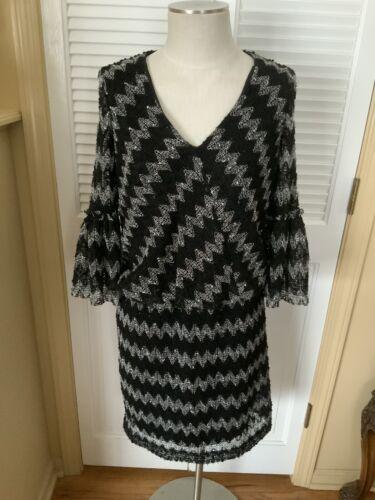 Gabby Skye Dress Size 6 Black & White Lace Shell P