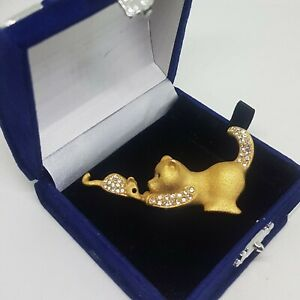 VINTAGE-Cat-amp-Mouse-Brooch-Cute-Matt-Gold-Tone-Sparkly-Glass-Stones