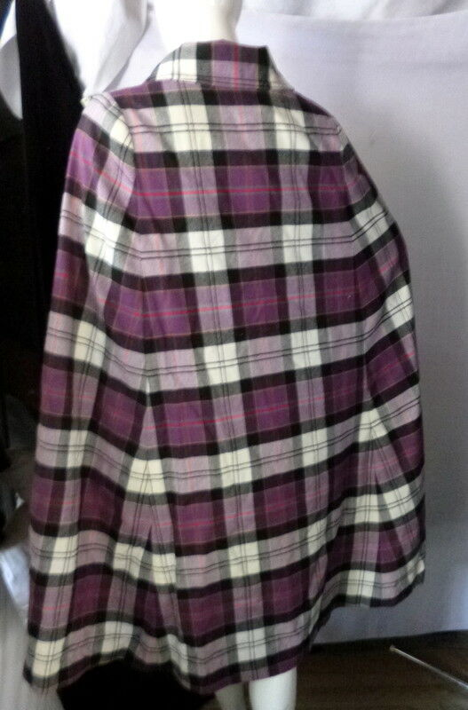 Vintage 1960s ReversiblePLAID/BLACK Cape Coat On… - image 4