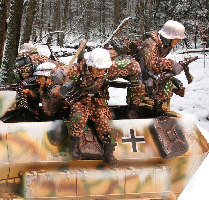 THE COLLECTORS SHOWCASE GERMAN WINTER CS00654 GERMAN HANOMAG WINTER JUMPERS MIB