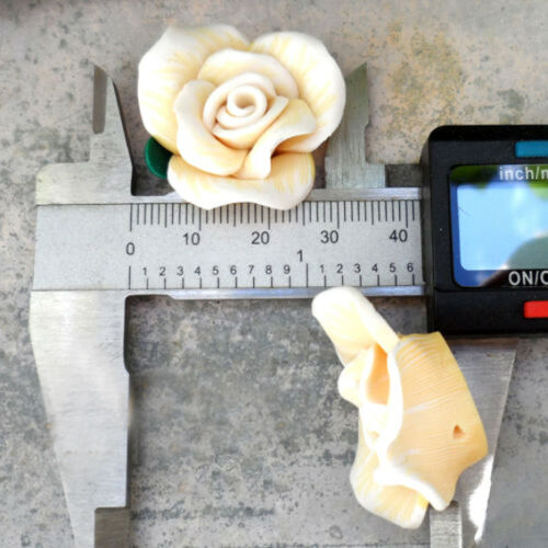 16//30 mm Jaune nuancée Blanc 2 Perles FIMO POLYMÈRE FLEUR EPANOUIE