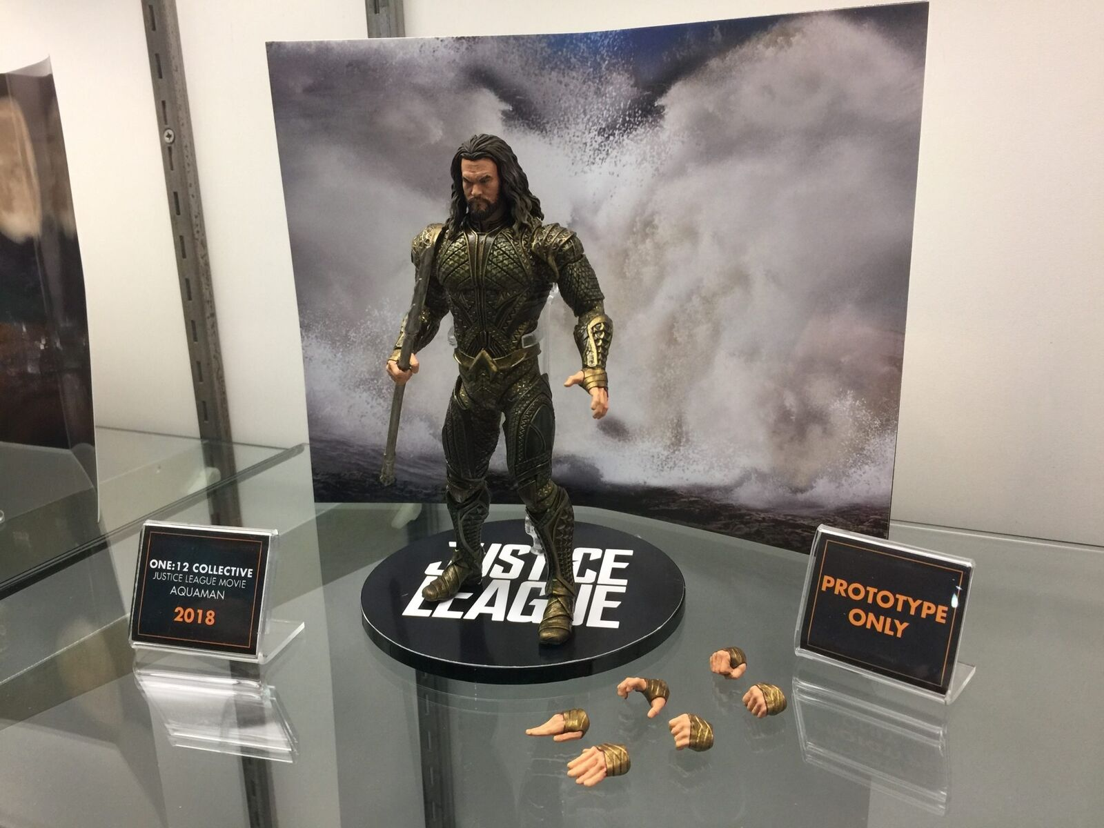 JLA Movie Jason Momoa as Aquaman One 12 Collective Clothed Action Figure MEZCO