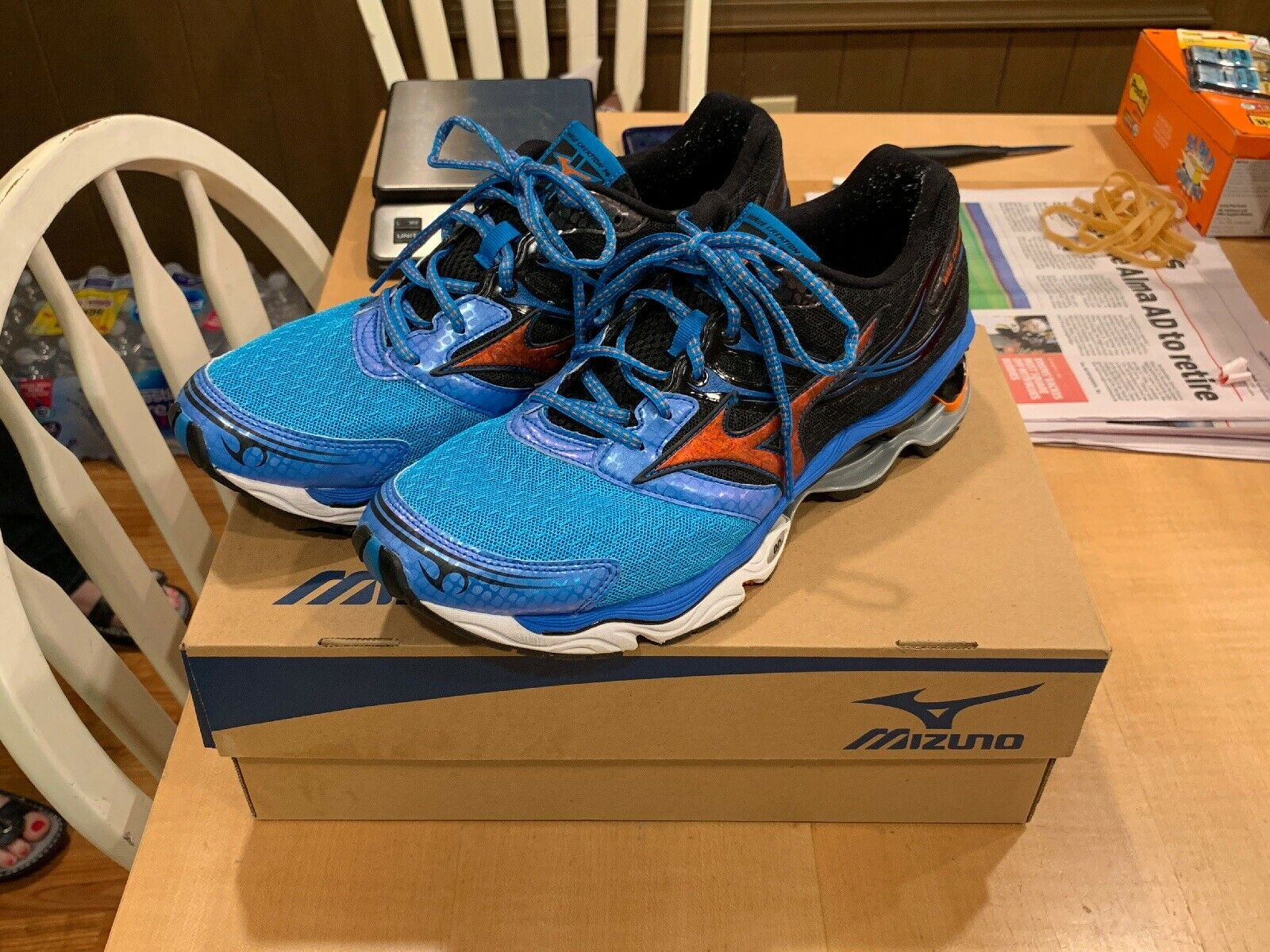 Mens Mizuno Wave Creation 14 SIZE 10 US Running shoes BARELY USED