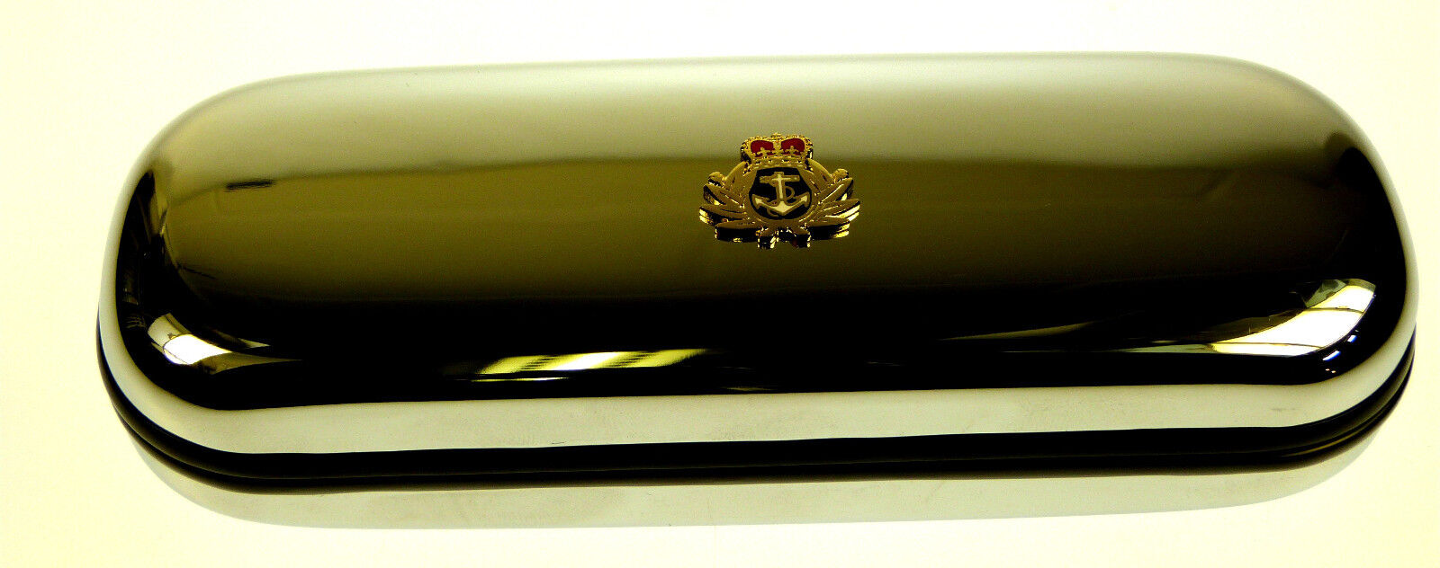 THE ROYAL NAVY SUBMARINER RN BADGE CRESTED MILITARY GLASSES PEN OR DARTS CASE