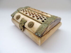 Decorative-Vintage-Antique-Art-Jewelry-Trinket-Box-With-Brass-Hand-Carved