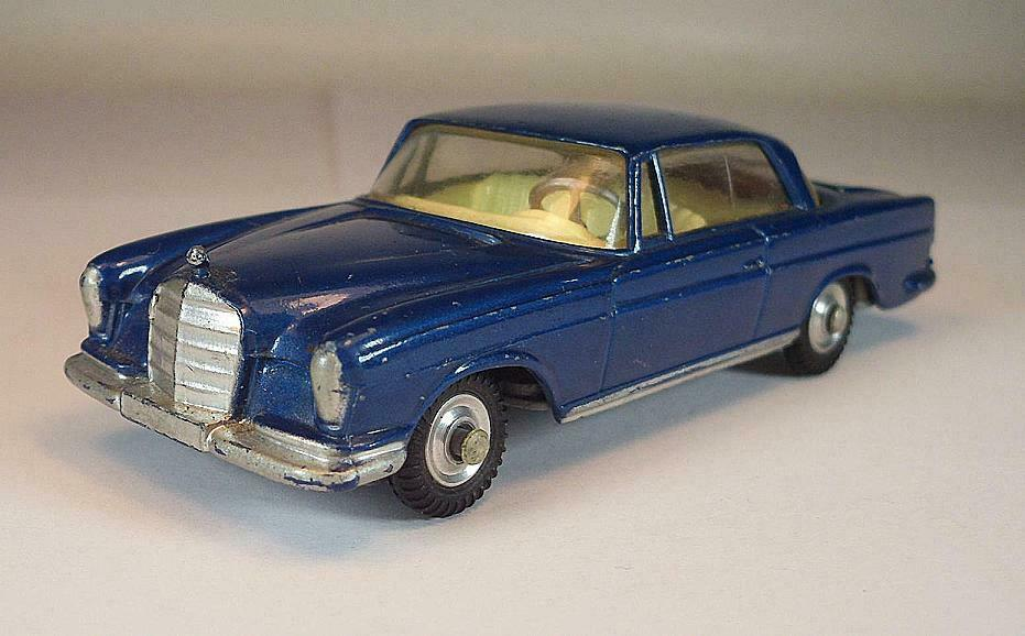 Corgi Toys no 253 Mercedes Benz 220 SE Coupe blueee