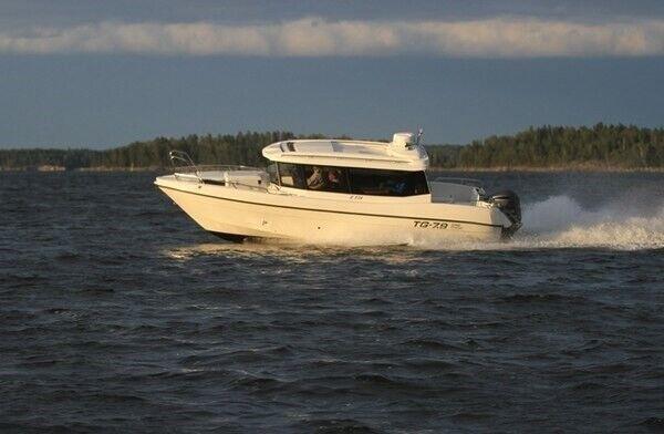 TG-7.9 Supreme Kingcruiser, Motorbåd, skrog: glasfiber
