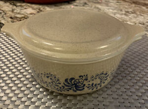 vintage pyrex homestead casserole dish with lid, 472, 1 1/2 pint