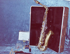 BUESCHER ALTO ARISTOCRAT SAXOPHONE WITH HARD CASE, MOUTHPIECE & LOTS OF EXTRAS!!