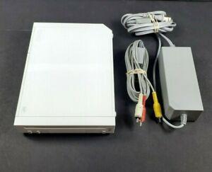 Nintendo Wii White Console RVL-001 w/ Cables