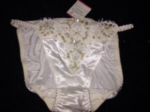 WOW-VICTORIAS-SECRET-NWT-VTG-DEADSTOCK-Pearls-SATIN-BRIDAL-PANTIES-LACE-SMALL-S