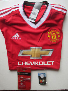 MANCHESTER UNITED OFFICIAL MERCHANDISE 2015-16 HOME SHIRT JERSEY & 2 x BADGES