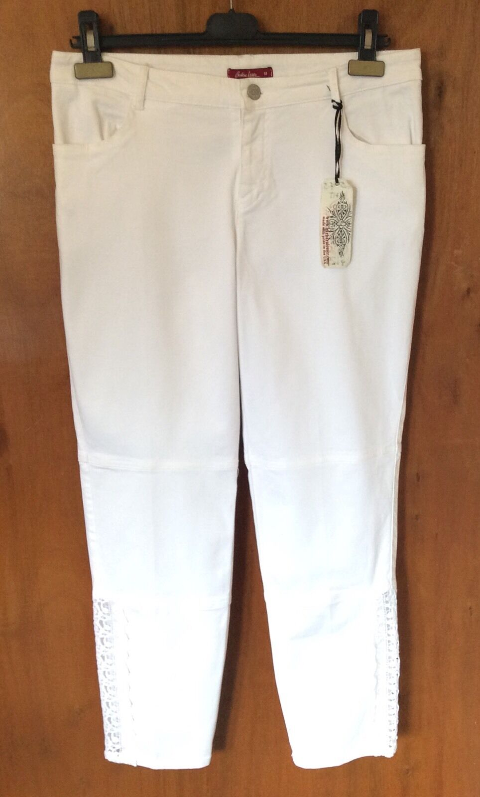 BARBARA LESSER White Pants Size 8 Cropped Ankle Straight Leg Lace Insert Casual