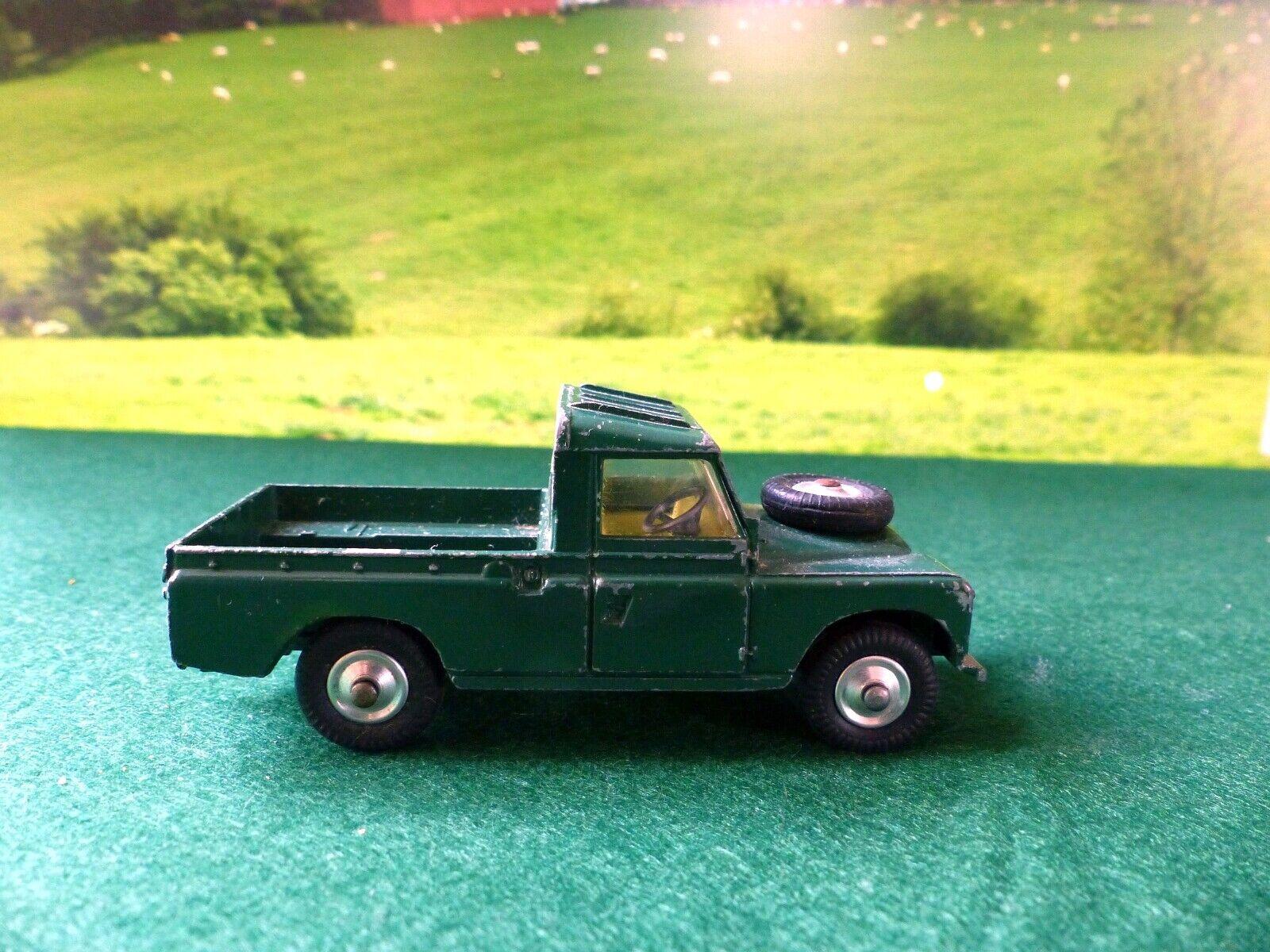 Corgi Toys 438 Land Rover in deep green (1)