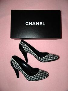 2ce08f89c70c CHANEL Size 40 US 10 Classic Tweed Pumps Heels Black White Neiman ...