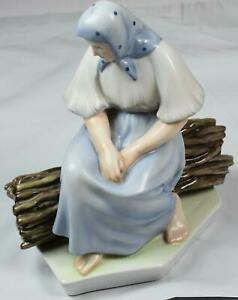 ANTIQUE SIGNED ZSOLNAY PECS HUNGARY HANDPAINTED WOMAN SITTING FIGURINE MINT GH
