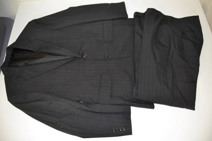 JOS A BANK grau CHARCOAL PINSTRIPED 2 BUTTON SUIT BLAZER  Herren SIZE 39R 34 X 31
