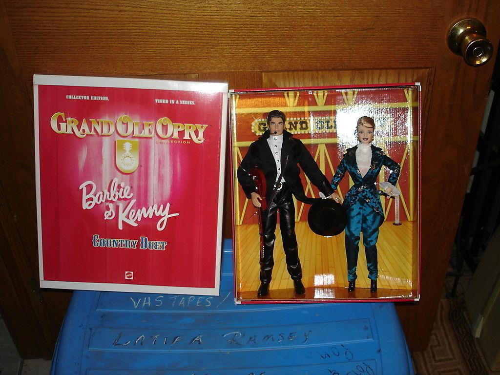 Grand Ole Opry país Duet Barbie y Kenny Menta en caja