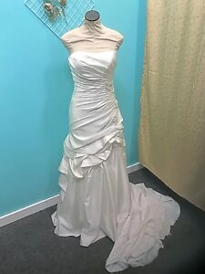 acc229c29f1 Image is loading Essence-Of-Australia-Wedding-Gown