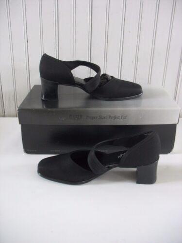 NIB Munro American Whitney Black Fabric Dress Slip-on Shoes Womens Size 5.5