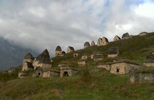 Impression-Encadree-Dargavs-Russe-City-Of-les-Morts-Image-Histoire-Mystere
