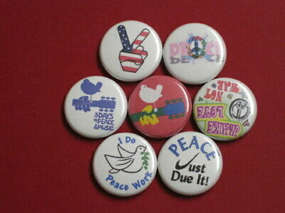 """World Peace PEACE ON EARTH BUTTON Badge 1-1//4/"""" w//Pinback Love HOPE NEW"""